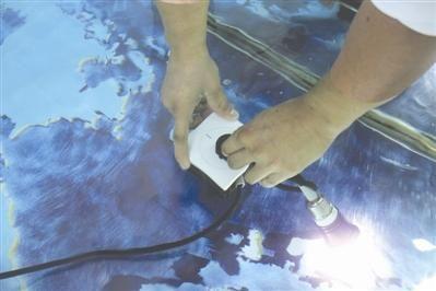 水中拔插头不触电 成都85后造出不怕水的插座气压开关
